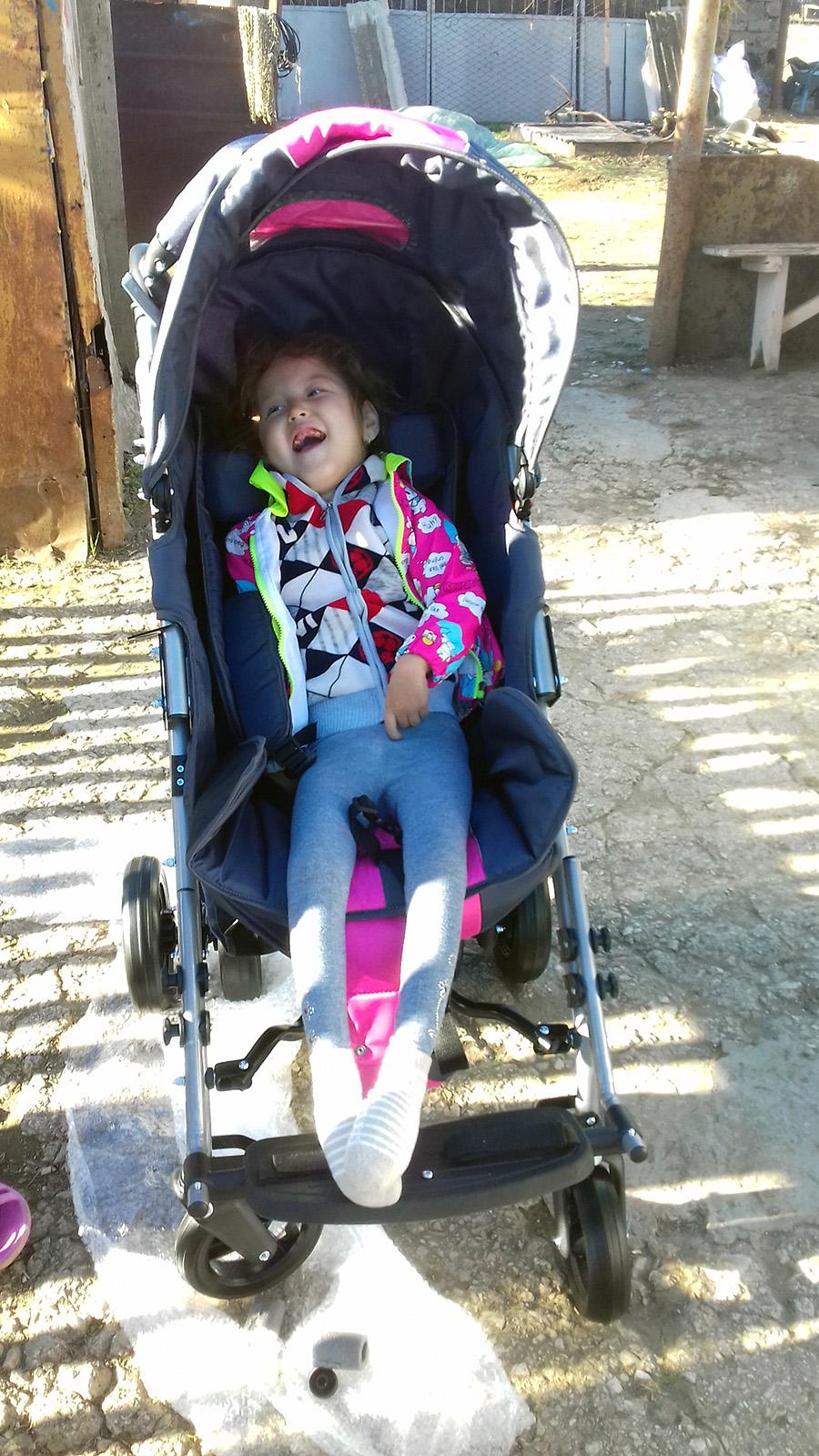 Мамбетова Азизе фото на коляске 1